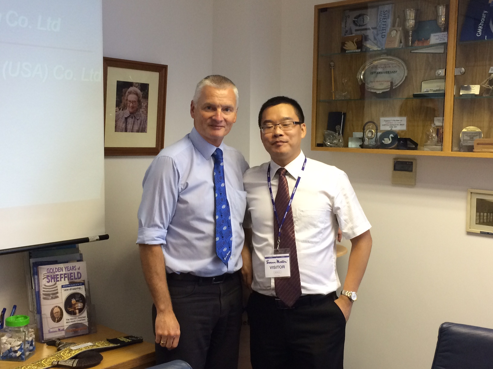 George Lee of Guangzhou Yongli Medical Instrument Co. Ltd on his recent visit to Swann-Morton in Sheffield.